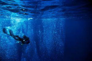 rm-bubbles-diver-scuba-diving-underwater-uw255